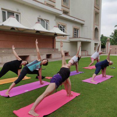 18. yoga en jardin